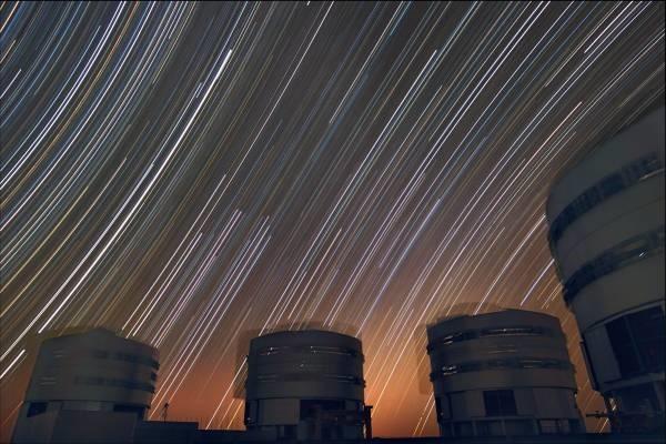 trailing_stars_above_Paranal
